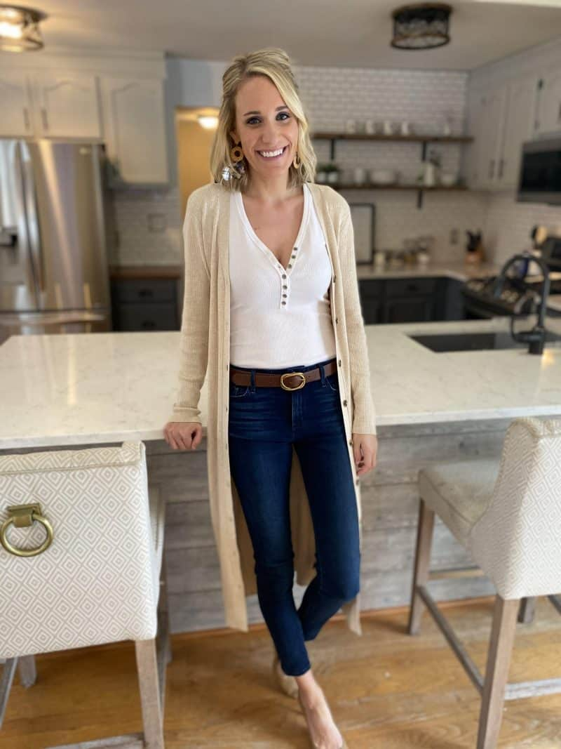 Allume Style Service Review + Promo Code featured by top MI life and style blogger, The House of Navy: image of fashion blogger in casual outfit