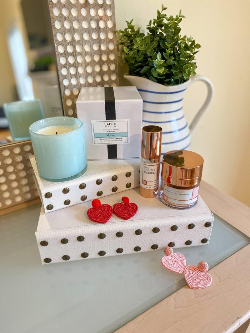 valentines gifts for her on table